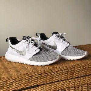 Men's Nike Shoes Roshe 1 size 9
